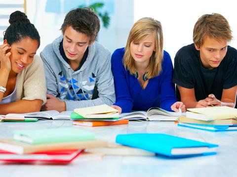 students are reading books